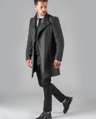 Демисезонное пальто графитового цвета.
