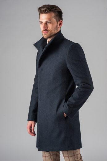 Демисезонное приталенное пальто с асимметричным бортом слева