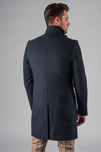 Демисезонное приталенное пальто с асимметричным бортом со спины