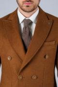 Двубортное пальто цвета camel_09