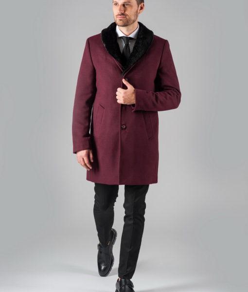 Зимнее пальто малинового цвета