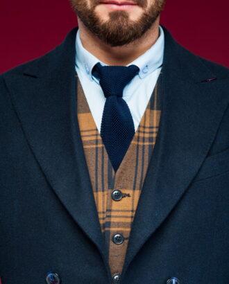 Короткое пальто с широкими лацканами