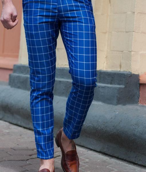 Модные брюки в клетку.