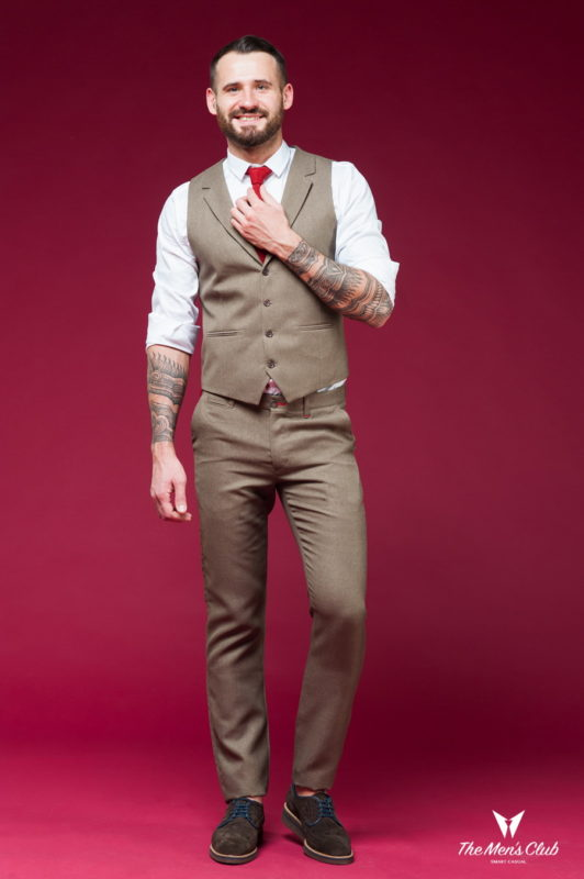 Светло-коричневый костюм из жилетки и брюк. Арт.:4-454-5