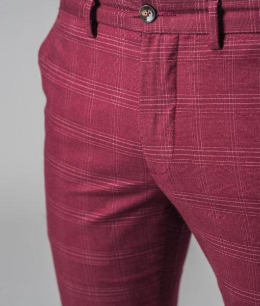 Бордовые брюки в клетку