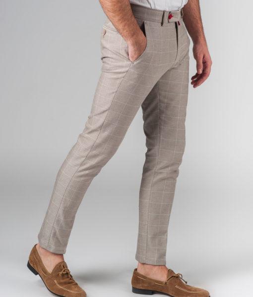 Стильные брюки бежевого цвета