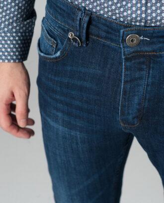 Стильные синие джинсы