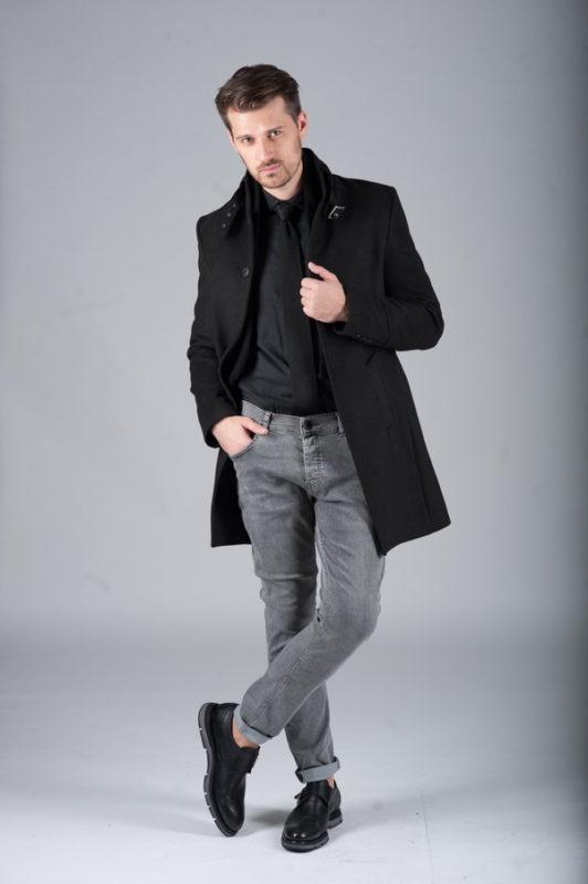 Черное приталенное пальто с воротником-стойкой. Арт.:1-262-1