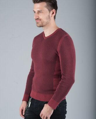 Комфортный пуловер бордового цвета
