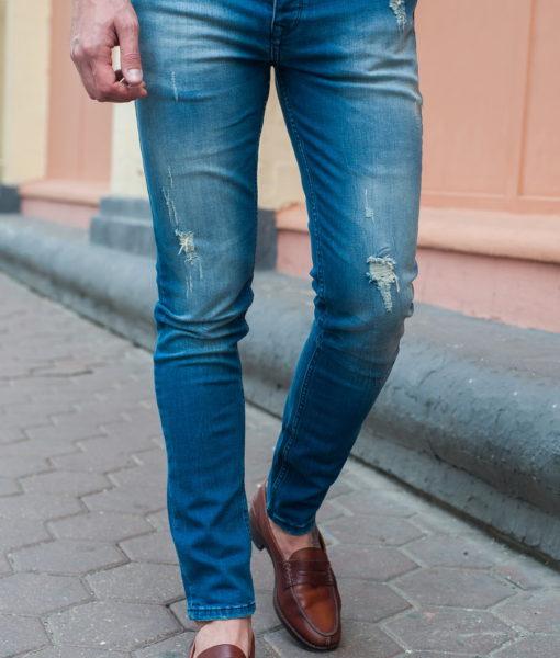Джинсы slim fit в светло- синем цвете