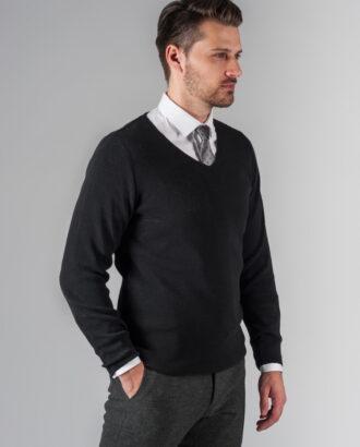 Пуловер черного цвета