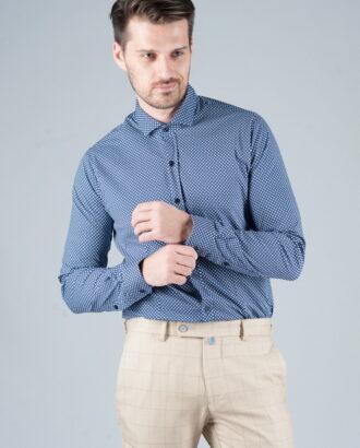 Синяя приталенная рубашка с принтом