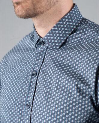 Приталенная рубашка в горошек