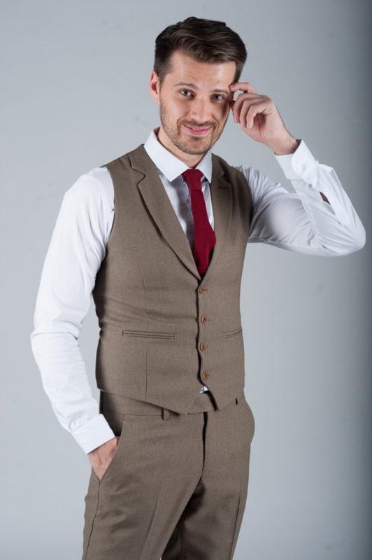 Серый костюм из жилета и брюк. Арт.:4-272-5