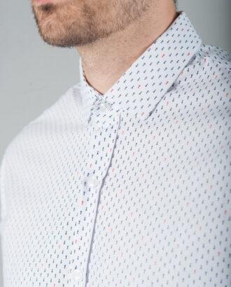 Приталенная рубашка с мелким принтом