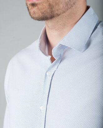 Приталенная рубашка из легкой ткани
