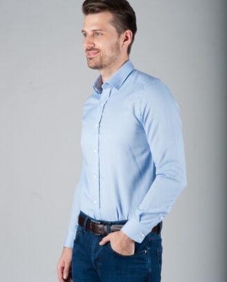 Голубая рубашка с классическим воротником