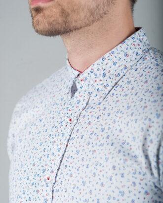 Белая рубашка с оригинальным принтом