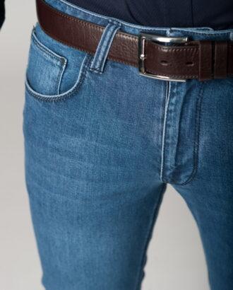 Светло-синие джинсы