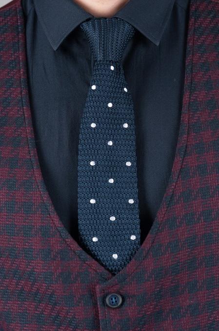 Фактурный галстук темно-синего цвета в белый горошек. Арт.:10-62