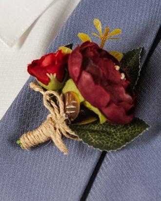 Бутоньерка с бордовыми цветами. Арт.:13-03
