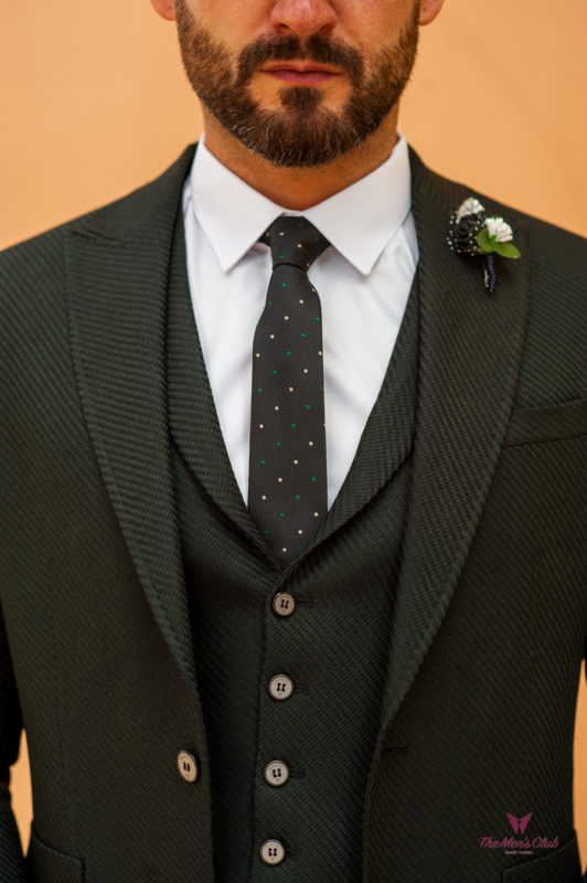 Мужской костюм из пиджака и жилета черного цвета. Арт.:4-525-5