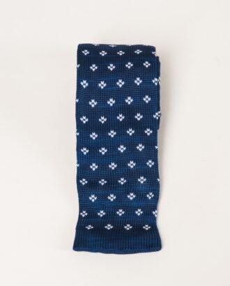 Синий вязаный галстук с белым принтом. Арт.:10-42