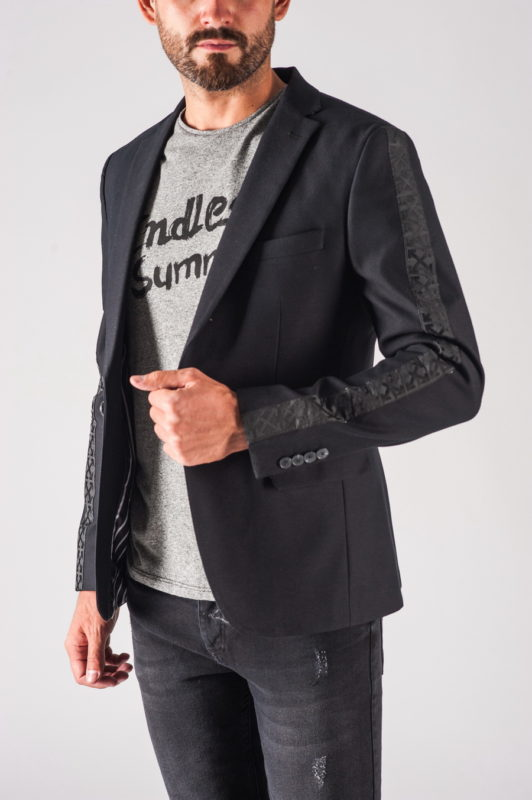 Модный мужской пиджак с орнаментом на рукавах. Арт.:2-720-27