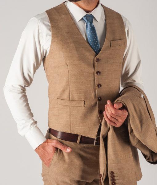 Бежевый мужской костюм-тройка в клетку. Арт.:4-731-3