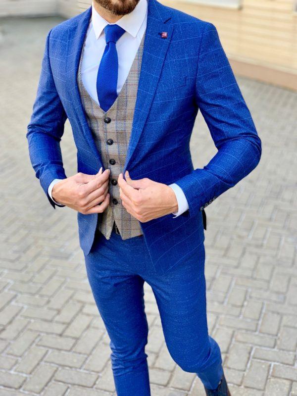 Мужской костюм-тройка синего цвета с контрастной жилеткой. Арт.:4-1054-3