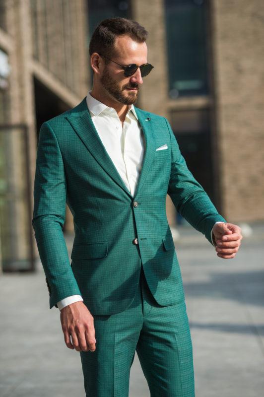 Приталенный костюм-тройка в зеленом цвете. Арт.: 4-1024-5