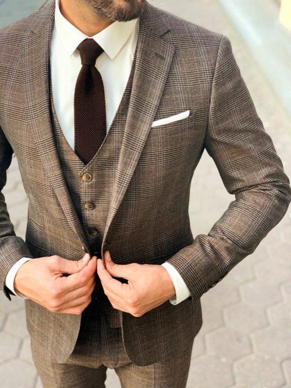 Мужской клетчатый костюм-тройка коричневого цвета. Арт.:4-1142-3