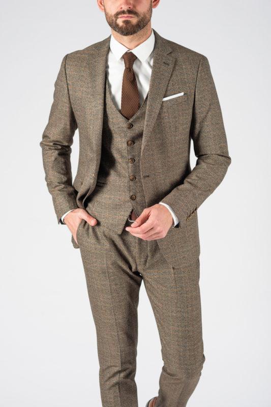 Клетчатый костюм-тройка коричневого цвета. Арт.:4-1225-3