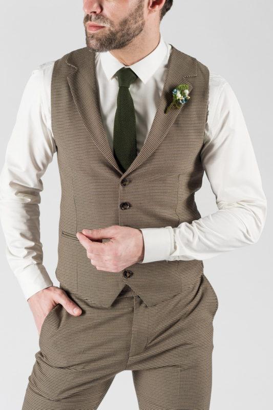 Мужской костюм-тройка бежевого цвета. Арт.:4-1338-10