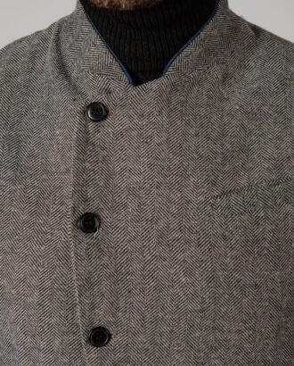 Серая мужская жилетка с ассиметричным бортом. Арт.: 3-1421-3