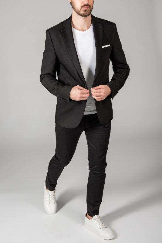 Приталенный костюм-тройка черного цвета. Арт.:4-1413-3