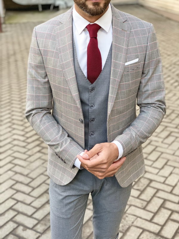 Костюм-тройка серого цвета с клетчатым пиджаком.  Арт.: 4-1473-3