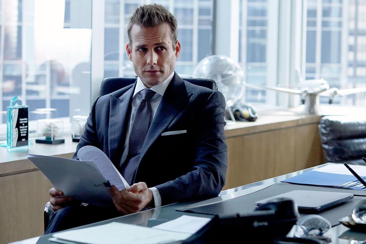 Как купить деловой мужской костюм и всегда быть на стиле?