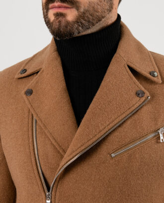 Пальто с  косым бортом горчичного цвета. Арт.:1-1838-2