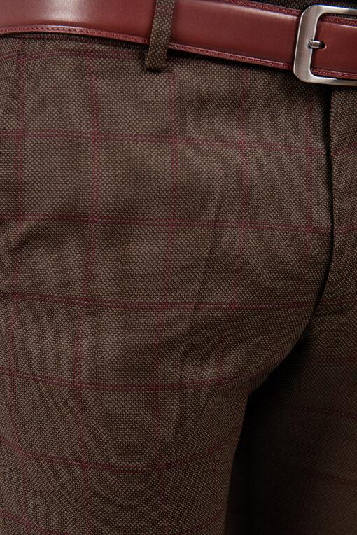 Брюки коричневого цвета, в бордовую клетку. Арт.:6-1870-3