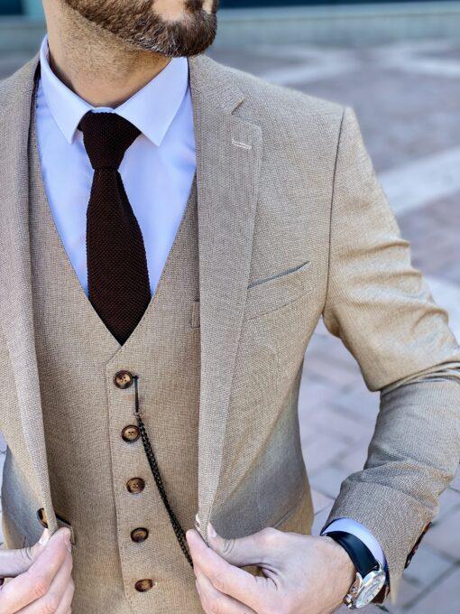 Мужской однотонный костюм-тройка бежевого цвета. Арт.: 4-2251-3