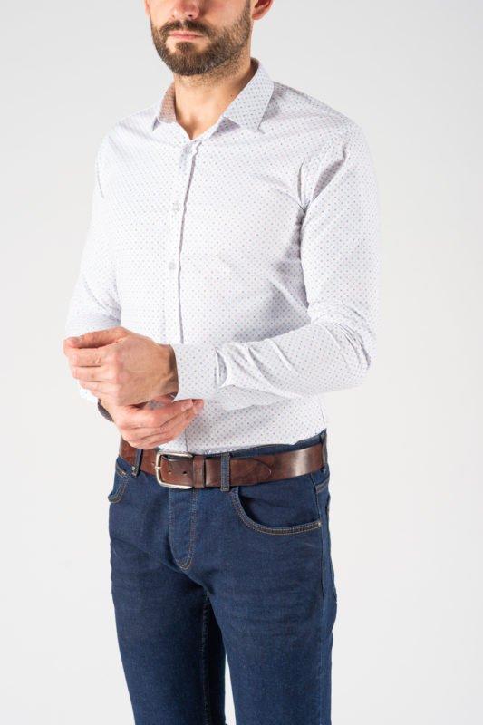 Когда стоит заправлять мужскую рубашку?