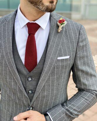 Мужской костюм-тройка черного цвета в серую полоску. Арт.: 2423