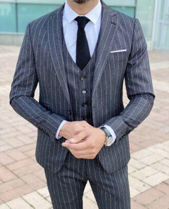 Мужской костюм-тройка черного цвета в светлую полоску. Арт.: 2425